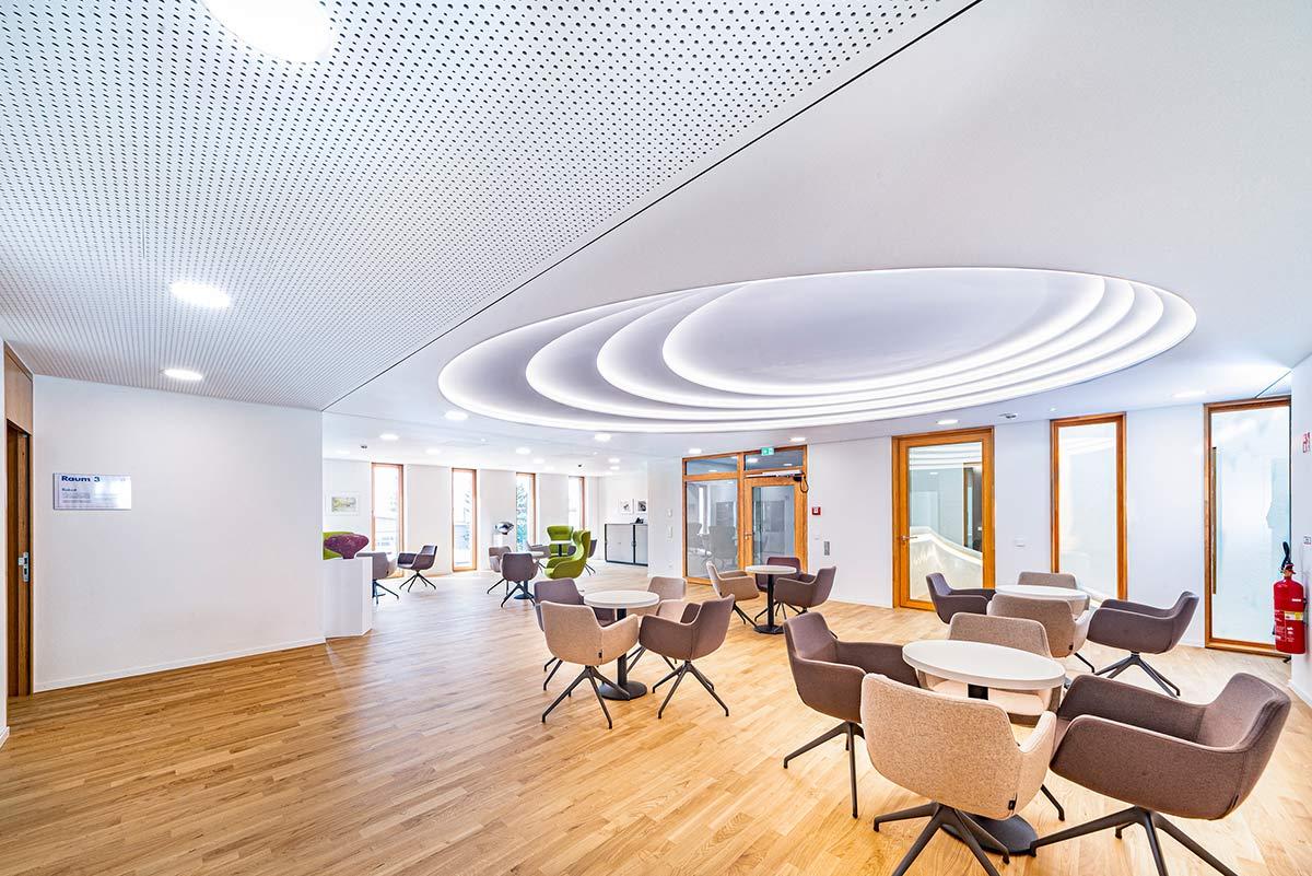 Eingangshalle Branchenzentrum Kompetenzzentrum für Ausbau und Fassade