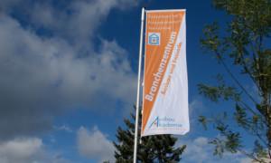 Branchenzentrum mit neuer Fahne